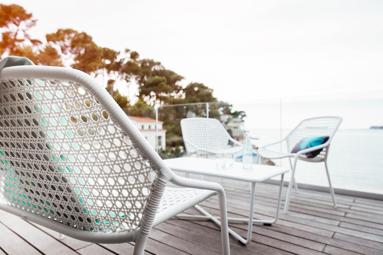 How to select the best material for outdoor furniture